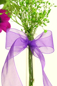 Blüten mit Organzaschleife 100dpi 200x300 Organzaband als floraler Ritterschlag floristik