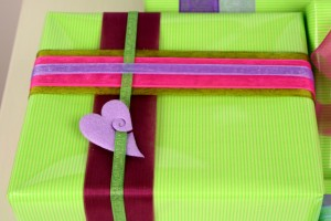 Geschenkverpackung Organzaband 100dpi 300x200 Organzaband tut Ihren Geschenken gut geschenkverpackung